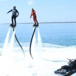 photo-Vincent Lagaf (Mégagaf) et son fils Robin Rouil sur leurs flyboard